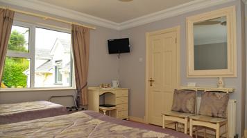 Rooom 5: Family Room With En Suite Bathroom